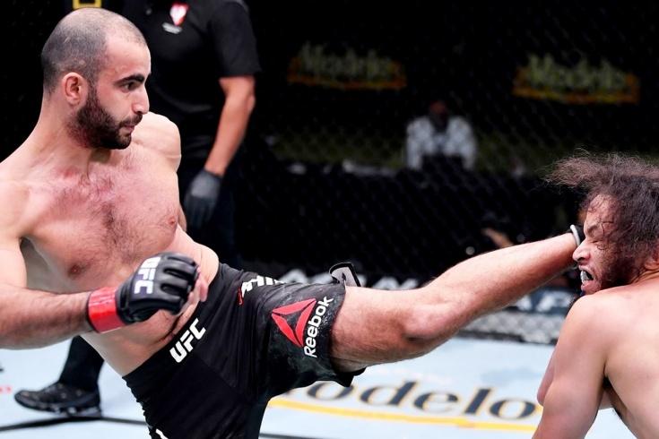 Гига Чикадзе эффектно нокаутировал Симмонса на UFC Fight Night 181, видео