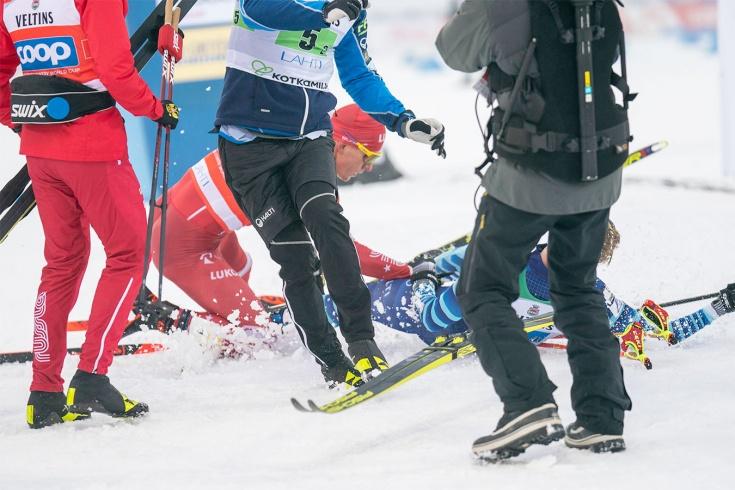 Лыжник Большунов ударил соперника на финише