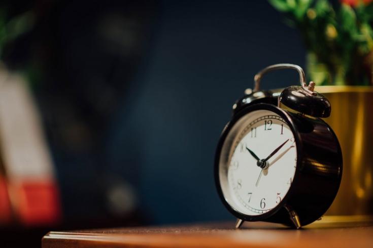 Как научиться вставать без будильника