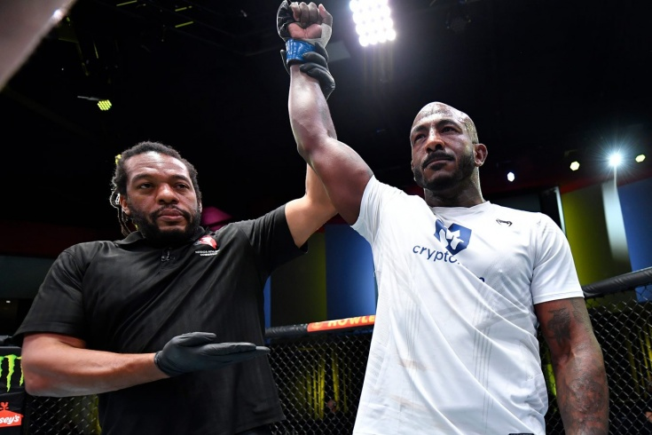 UFC Vegas 36: Халил Раунтри нокаутировал Модестаса Букаускаса ударом в колено