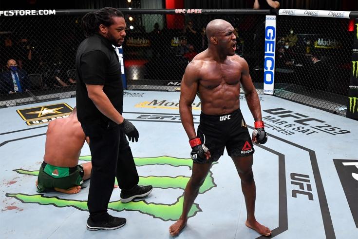 Камару Усман нокаутировал Гилберта Бернса на турнире UFC 258, видео