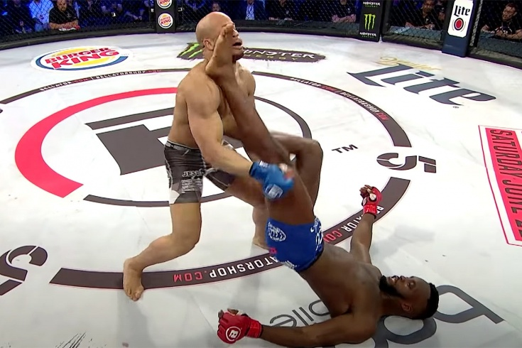 Видео удивительного нокаута в Bellator, Эдвардс нокаутировал Нето необычным приёмом