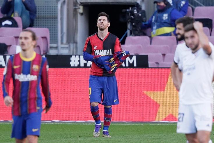 Месси почтил память Марадоны после забитого гола, надев футболку «Ньюэллс Олд Бойз».