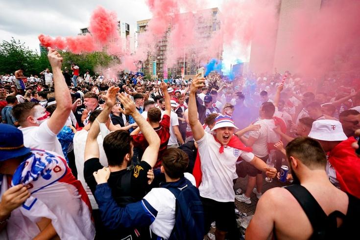Безумие в Лондоне! Перед финалом Евро фанаты штурмовали «Уэмбли»