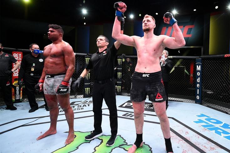 Александр Волков нокаутировал Алистара Оверима на UFC Fight Night 184, реакция бойцов и фанатов