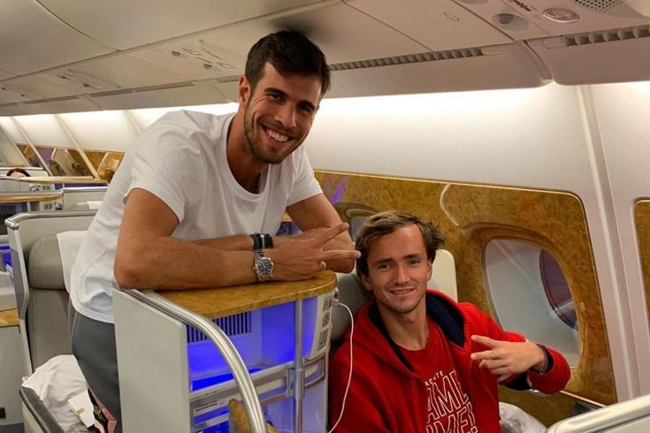 Медведев и Хачанов отправились в Австралию