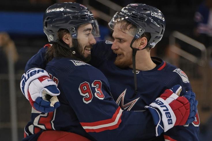 Большой разгром в НХЛ! «Рейнджерс» забили 9 голов, выйдя на матч без своего тренера!