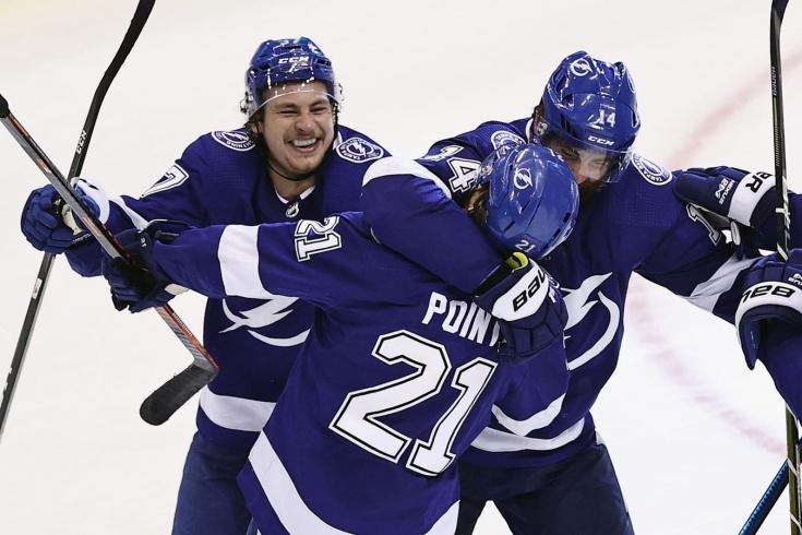 Гол Поинта, который остановил удивительный матч в НХЛ. Эмоции игроков «Тампы» (видео)