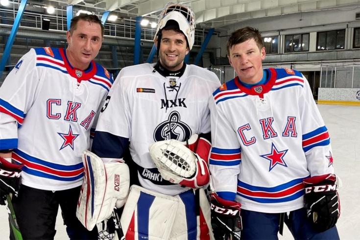В хоккей играть проще, чем в футбол? Как Аршавин и Быстров встали на коньки