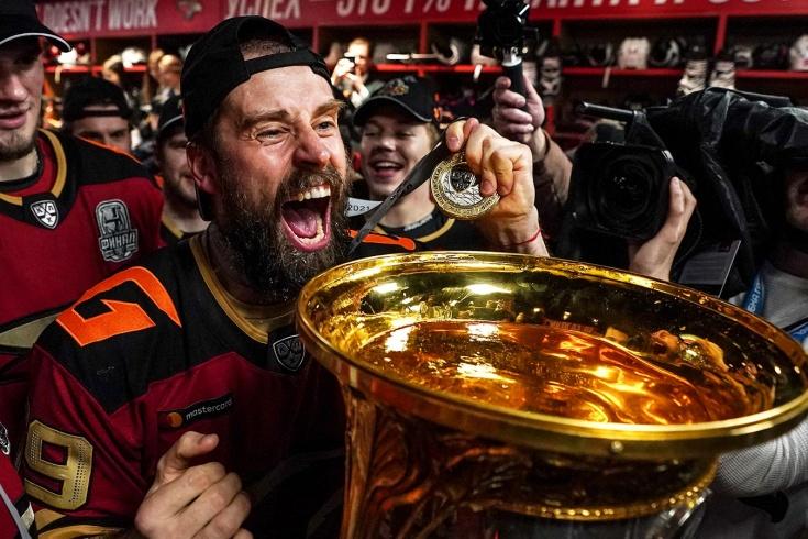Эмоции хоккеистов «Авангарда» после победы в Кубке Гагарина, интервью и комментарии