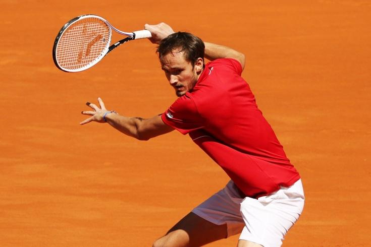 Даниил Медведев впервые выиграл на «Мастерсе» в Мадриде: спорил с судьёй, швырял ракетку на корт, ругал грунт