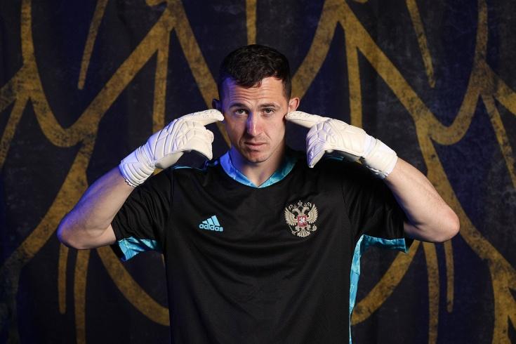 «По-вратарски Лунёв круче своего конкурента». Что ждёт нашего вратаря в «Байере»