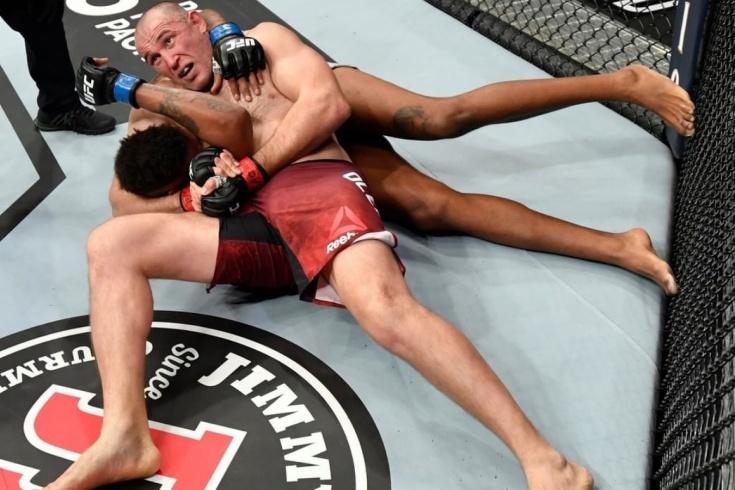 Олейник победил Грина болевым приёмом рычаг локтя, UFC 246: Макгрегор vs Серроне