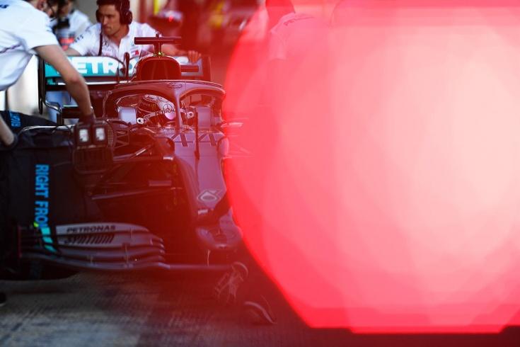 «Мерседес» наводит страх, а у «Феррари» опять проблемы? Итоги первых тестов Формулы-1
