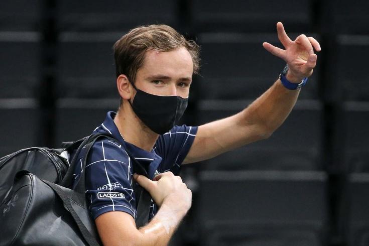 Медведев обогнал Федерера: вышел в полуфинал «Мастерса» в Париже и стал 4-й ракеткой мира