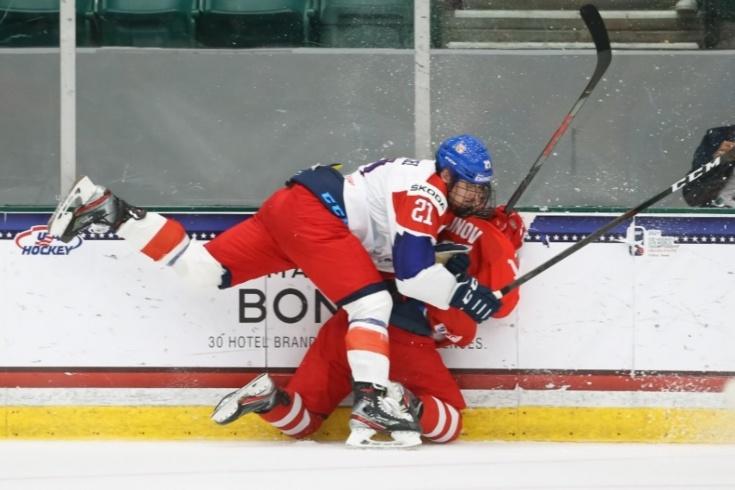 Чешский 110-килограммовый хоккеист Марцел нанёс подлый удар в спину российскому защитнику на ЮЧМ