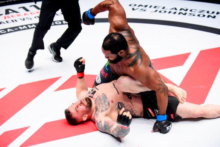 Тони Джонсон нокаутировал Даниэля Омельянчука и стал чемпионом в тяжелом весе, видео
