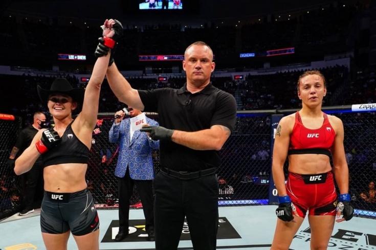 Андреа Ли победила Антонину Шевченко болевым приёмом на UFC 262, видео