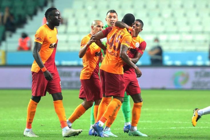 Дикая история из чемпионата Турции. Футболист вломил одноклубнику и был удалён