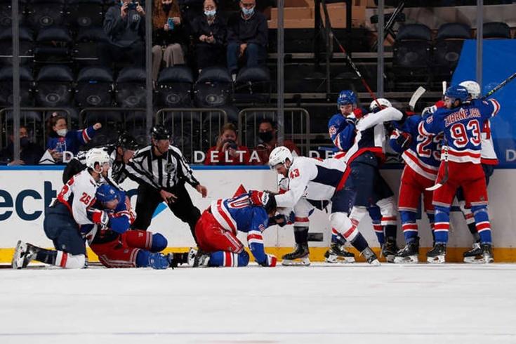 НХЛ оштрафовала Тома Уилсона на пять тысяч долларов за драку с Бучневичем и Панариным