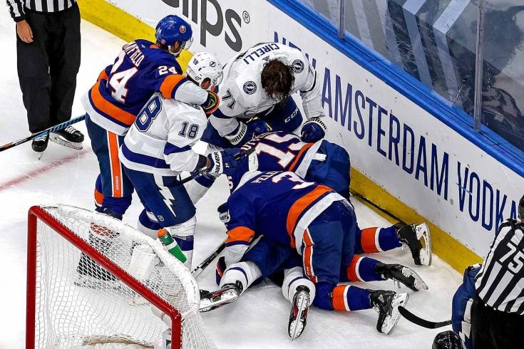 Кучеров сорвался и рубанул соперника клюшкой по ногам. Едва не началась массовая драка