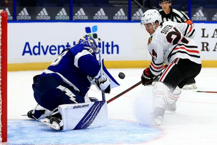 Василевский начал сезон НХЛ с мощного сейва! В шпагате «украл» у «Чикаго» верный гол