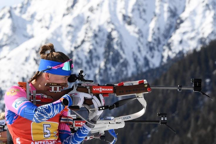 Биатлонистка Миронова упустила победу в масс-старте на Кубке мира по биатлону – 2020/2021 в Италии