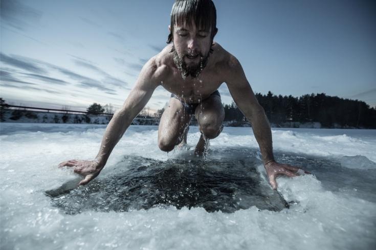 Интервальная тренировка на морозе с погружением в прорубь. Моржевание, видео