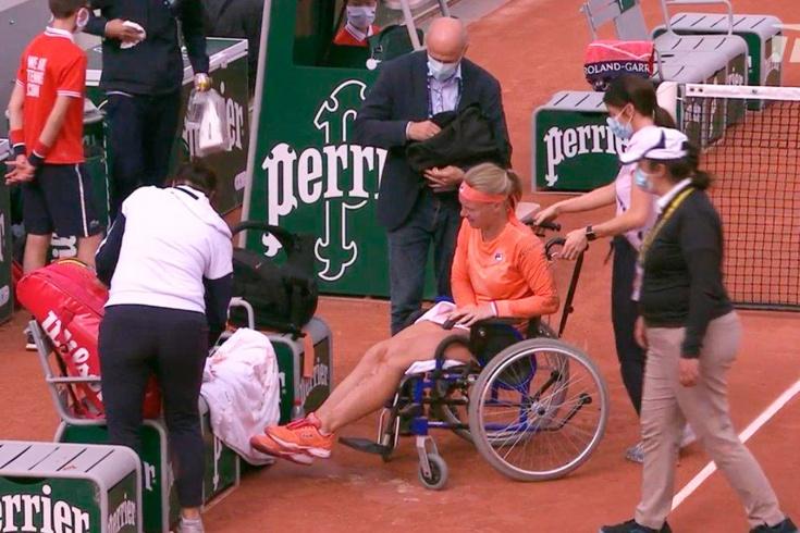 Бертенс заехала в 3-й круг на инвалидной коляске