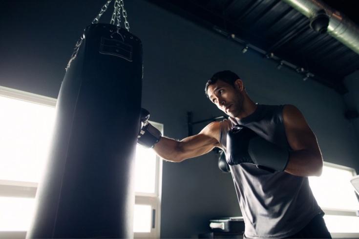 Как освоить технику бокса в дома? Тренировка с чемпионом мира Григорием Дроздом, видео