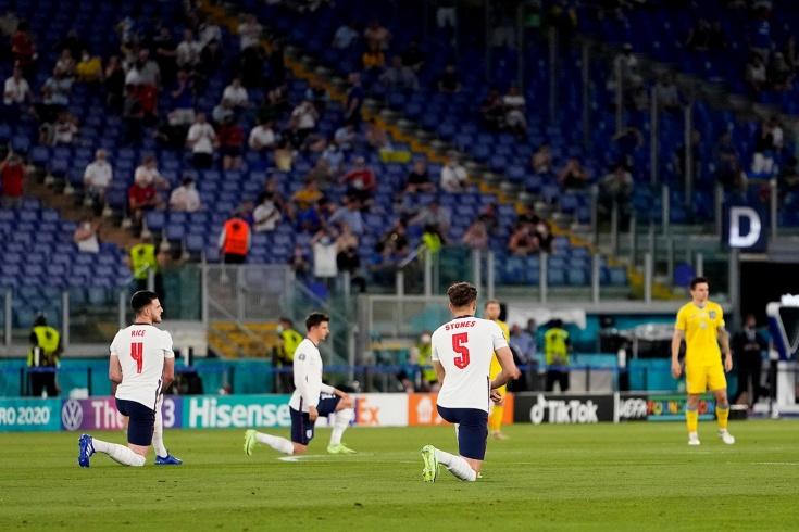 «Почему они не встали на колено?» Поступок сборной Украины разочаровал болельщиков