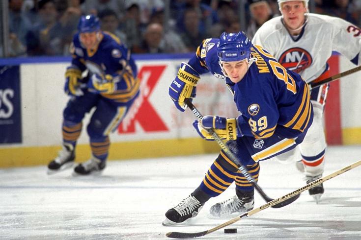 Самая быстрая шайба в истории НХЛ. Могильный обокрал защитника и забил на пятой секунде