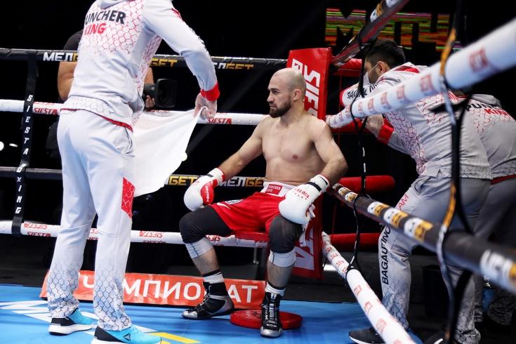 KOld WarsН Али Багаутинов одержал первую победу в профессиональном боксе