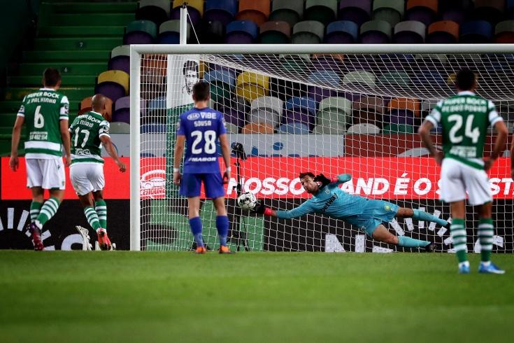 Русский вратарь оживил «золотую гонку» в Португалии. Крицюк потащил пенальти от Жоау Мариу