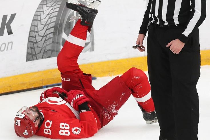 У игрока «Спартака» черепно-мозговая травма. Накануне он жёстко влетел в борт
