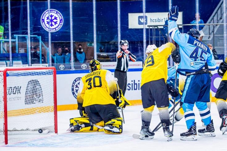 Хоккеист «Сибири» Пьянов забросил шайбу прямым броском со вбрасывания