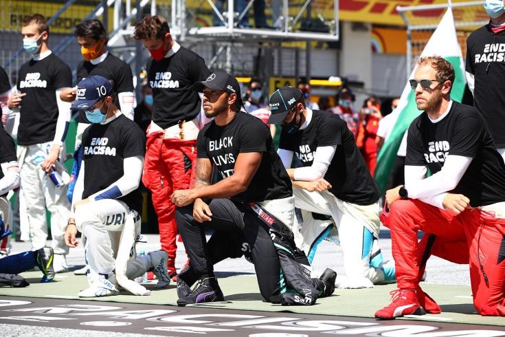 Шесть гонщиков Формулы-1 из 20 не встали на колено перед стартом Гран-при Австрии