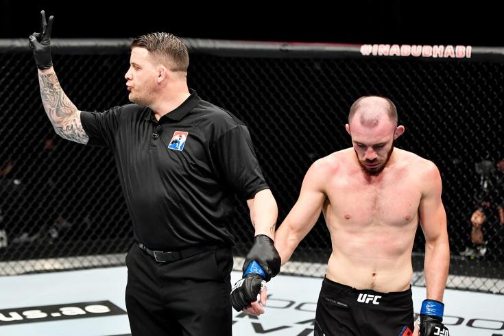 Российский боец UFC Богатов угрожает судье после поражения, фото