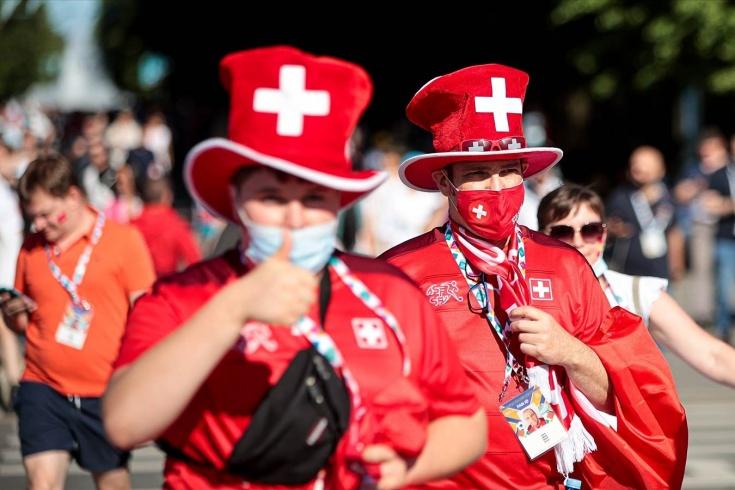 «Для них это может быть последний матч». В Швейцарии поражены беспечностью россиян на Евро