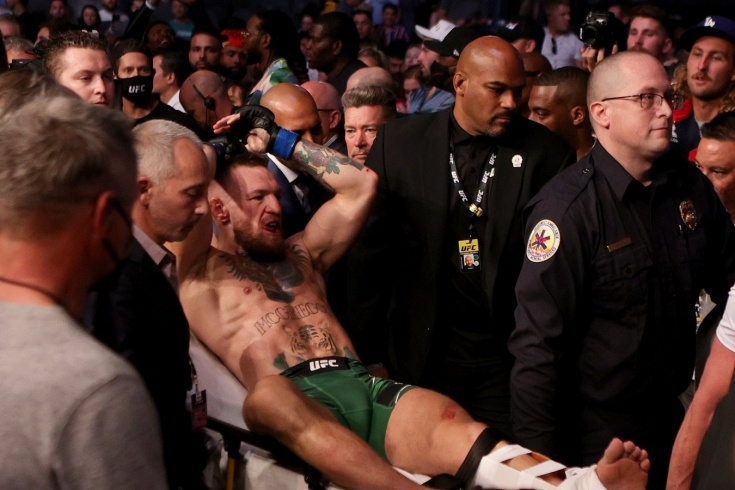 Конор Макгрегор сломал ногу и проиграл Дастину Порье на UFC 264, видео