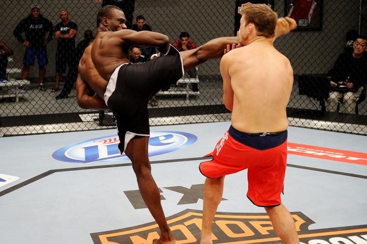 Юрайя Холл нокаутировал Адама Селлу на реалити-шоу UFC The Ultimate Fighter 17, видео