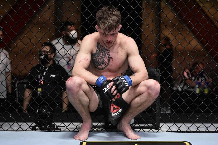 Боец UFC пытался сдаться 9 раз, тренер не хотел его слушать. Роскопф проявил трусость?