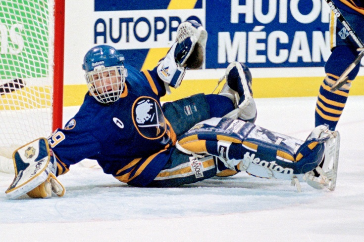 Сейвы легендарных вратарей НХЛ из прошлого. Буре не мог поверить, что не забил Гашеку