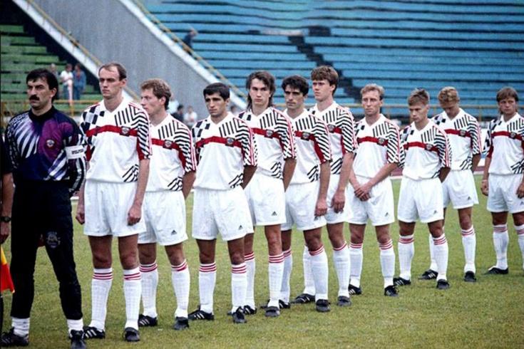 Первый матч сборной России состоялся 29 лет назад. Карпин забил сам и ассистировал Попову