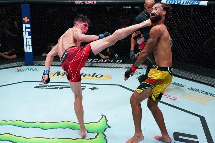 UFC Вегас 34: Игнасио Бамондес нокаутировал Рузвельта Робертса, видео