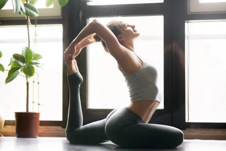 Что за поза голубя в йоге и чем она полезна, что такое Эка Пада Раджа Капотасана и Ардха Хамсасана, советы инструктора