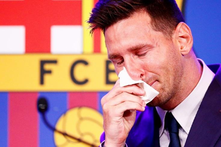 «Не верю, что это происходит». Месси не сдержал слёз во время прощания с «Барселоной»