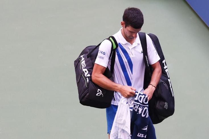 Ну тупые… Джоковича выгнали с US Open по ходу матча. За удар по мячу!