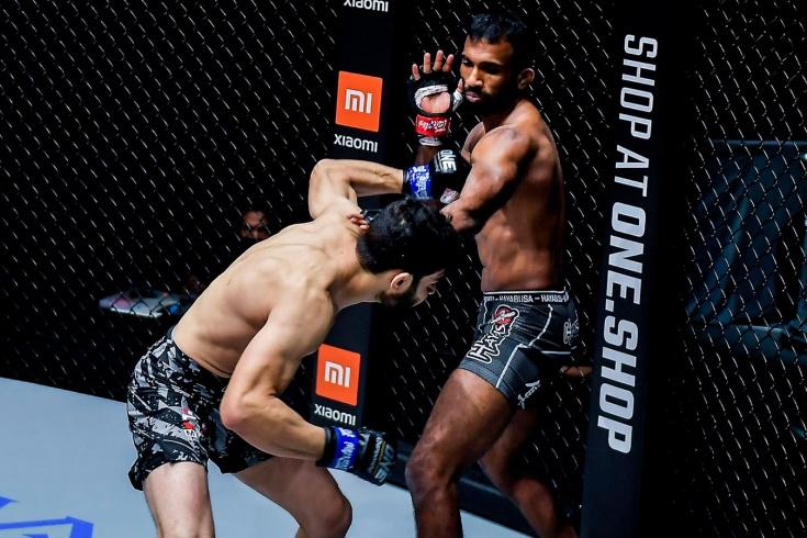 Ахмед Муджтаба нокаутировал Рахула Раджу на турнире ONE Championship, видео
