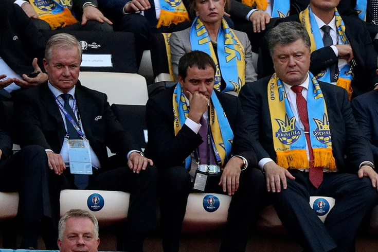 Петр Порошенко (справа) на матче ЧЕ-2016